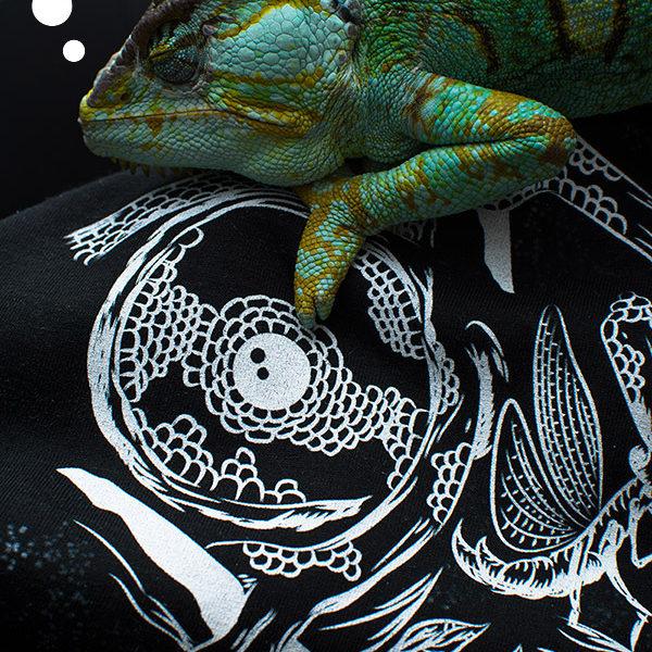 Chameleon drawing digital doodle T-shirt