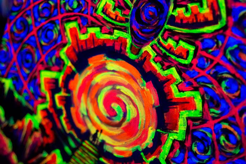 Portal UV Painting Details Fluorescent Light