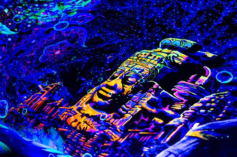 Epic Underwater Kingdom - UV-reactive Tapestry - Close up photo in UV-light